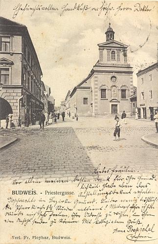 Někdejší kapucínský klášter v Budějovicích na staré pohlednici, adresované mimochodem sestře Laurenze Nieschera Elise do šumavských Chvalšin