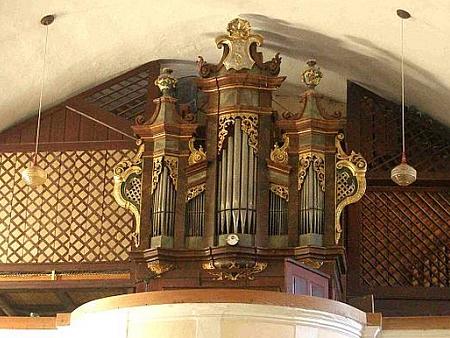 Varhany ve frymburském kostele
