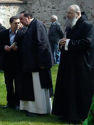 Uprostřed na snímku z oslav 750 let od založení kláštera Zlatá Koruna, vpravo převor kláštera ve Vyšším Brodě P. Justin Berka (viz iGodefridus Bylansky)
