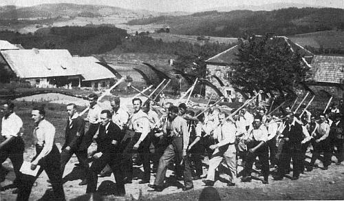 Katolická venkovská mládež pořádala ve třicátých letech 20. století soutěž ženců u Mlynářovic a Cudrovic,  z níž zbyl vzácný snímek účastníků