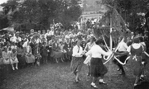 Dožínky v blízkých Mlynářovicích roku 1932 na Markowetzových louce