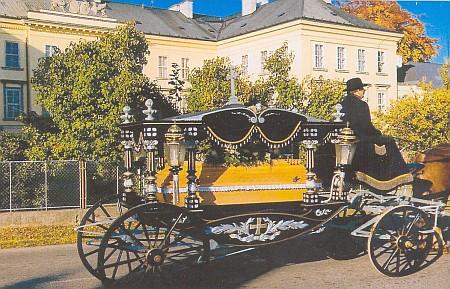 Pohřební vůz pátera Bonfilia