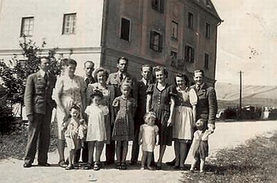 Celníci v Sankt Oswald bei Haslach s rodinami