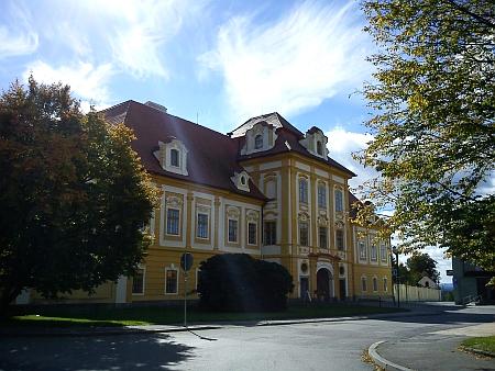 ... a zámek v rodných Borovanech
