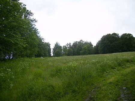 Pohled od kaple směrem, kde stával rodný statek