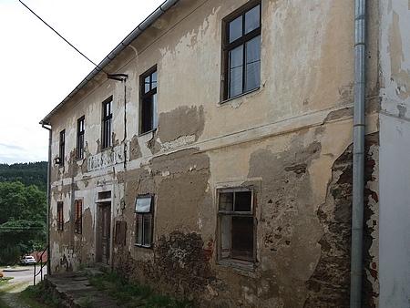 Školní budovy v Zátoni, ve Svérazi a v Kájově, jeho šumavská učitelská působiště