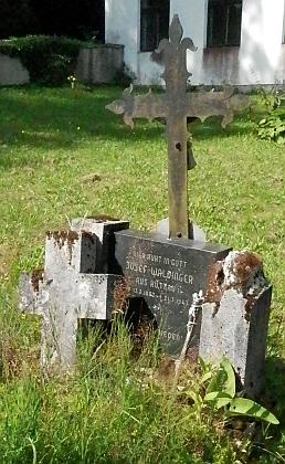 Hrob jednoho z chudějovských Waldingerů, jeho jmenovce Josefa, na hřbitově v Omleničce