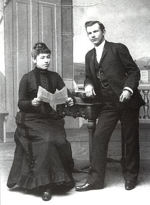 Její rodiče Fritz Waldek (1862-1935) a Marie Waldeková, roz. Steinbrenerová (1872-1942)