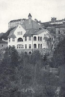 Vila Fritze Waldeka při vimperském městském parku na snímku z roku 1930