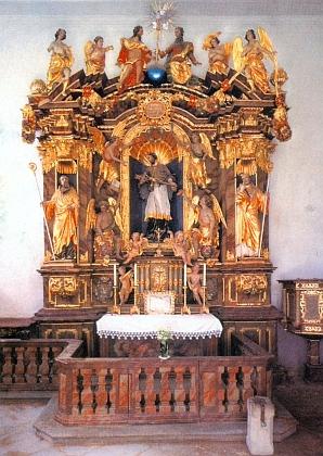 Oltář sv. Jana Nepomuckého při mariánském poutním kostele v Kájově