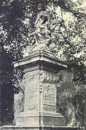 Socha sv. Jana Nepomuckého před kapucínským klášterem v Horšovském Týně