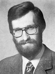 Článek o jeho jediném vlastním synovi připomíná i příbuzenskou vazbu s knězem a básníkem Heinrichem Suso Waldekem