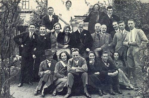 Roku 1928 je zachycen při návštěvě Zephyrina Zettla ve Vimperku zcela vpravo v poslední řadě nahoře, prvý zleva v téže řadě Josef Tick, docela napravo dole sedí Mary Budweiserová u nohou svého muže v rozepjatém saku, schwarzenberského vrchního lesního v Novém Údolí Hanse Storcha-Hagera, popraveného v prosinci 1946 v Českých Budějovicích