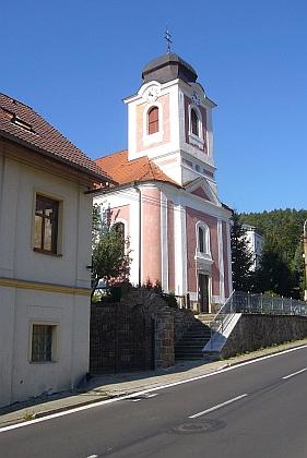 """Kostel sv. Vendelína v Perštejně, obci zvané pro malebnou polohu """"Meranem vČechách"""""""