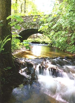 Kamenný mostek nad Sloním potokem v Radešově
