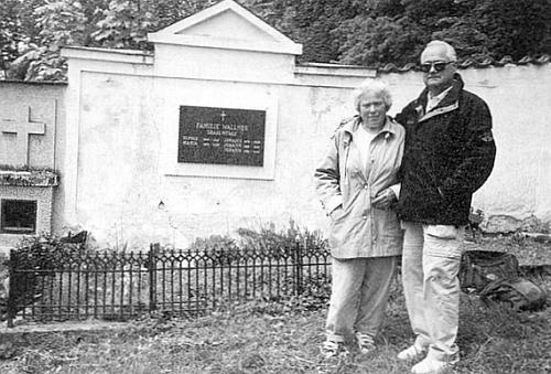 Jeho praneteř Maria Wallnerová a vnuk Antonio Wallner z jihoamerické Ohňové země navštívili v květnu roku 2000 hornoplánský hřbitov s hrobem svých předků