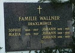 Hrob rodiny Wallnerovy z Draxlova mlýna na hřbitově v Horní Plané