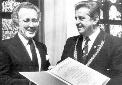 Při udělení Kulturní ceny města Pasova v roce 1988 starostou Hansem Höslem