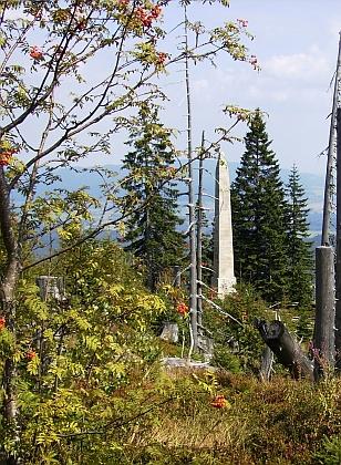 Stifterův pomník na snímcích z roku 2010 a 2014