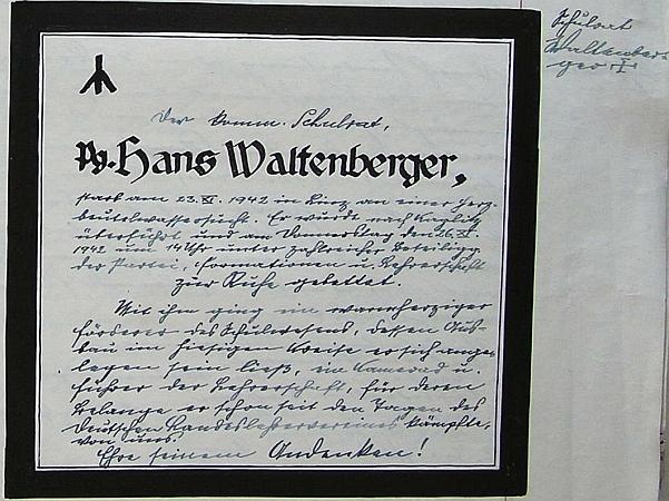 """Na stránkách školní kroniky obce Kondrač (Neudorf) se v roce 1942 objevuje toto jeho parte, kde je namísto kříže runový znak smrti a školní rada Waltenberger je tu titulován """"Parteigenose"""" (kronikář si ovšem na okraji stránky křížek neodpustil)"""