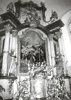 Na tomto snímku F.K. Walter zachytil hlavní oltář děkanského kostela sv. Kateřiny ve Volarech s obrazem vimperského malíře Wolfa Friedricha Lachmanna z roku 1678