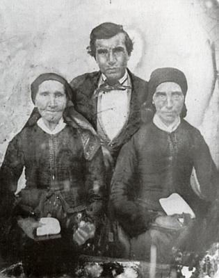 Dědův otec Josef Sauheitl (*1833) se svou matkou Elisabeth (*1794) a sestrou Marií (*1823)