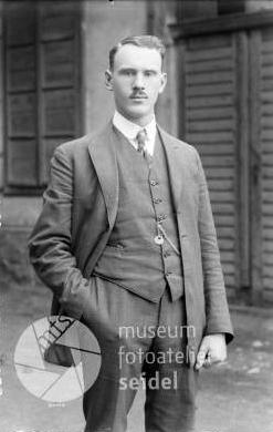 Strýc Alois na snímku z ateliéru Seidel z roku 1925