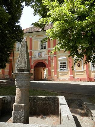 Zámek v Česticích (2021)