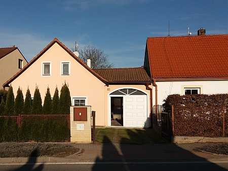 Dům  čp. 63 stojí v Nových Homolích (části obce Homole)