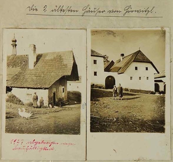 """Nejstarší domy v Hořičkách, dnes zcela zaniklých, ten vlevo roku 1927 stržen """"pro sešlost"""", ten vpravo možná jeho rodný dům čp. 1, na dvou snímcích z boletické školní kroniky"""