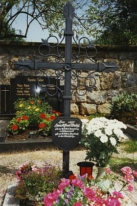 Jeho hrob ve vsi Ilsenbach v bavorské Horní Falci