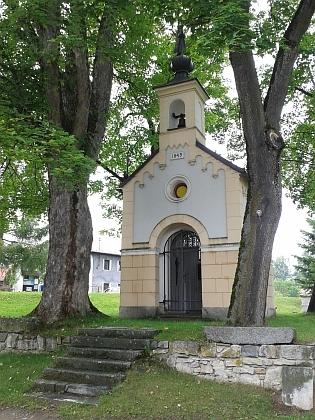 Návesní kaple v rodné Mokré
