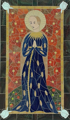 Na keramické mozaice Pavla Rožbouda z roku 2015