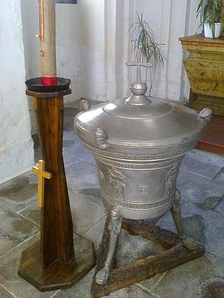 Křtitelnice v soběslavském kostele sv. Petra a Pavla