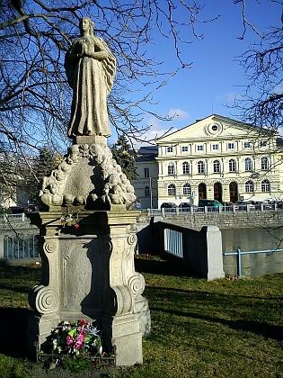 Kopie sochy Panny Marie Budějovické od Josefa Dietricha (1677-1753), originál je uchováván v budově Národního památkového ústavu vČeských Budějovicích