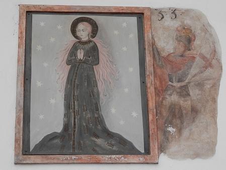 Obraz Panny Marie Budějovické na barokním měšťanském domě v Široké ulici - byl ovšem namalován v roce 1985 na místě původního nedochovaného domovního znamení