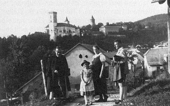 Roku 1936 na výletu do Rožmberka nad Vltavou s jednou návštěvou z Pasova