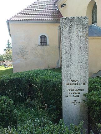 Památník ze sedmdesátých let 20. století na malšínském hřbitově