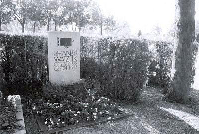 Hrob Hanse a Liny Watzlikových na Horním katolickém hřbitově při Univerzitní ulici v Řezně (viz i I. Stögbauer)
