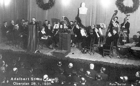 Hans Watzlik v Horní Plané při projevu k 70. výročí úmrtí Adalberta Stiftera 28. ledna 1938