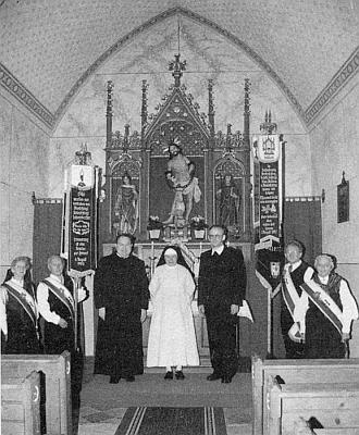 Vnitřek návesní kaple ve Studánkách na snímku zroku1991...