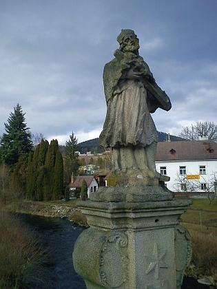 Svatý Jan Nepomucký na vyšebrodském mostě přesVltavu