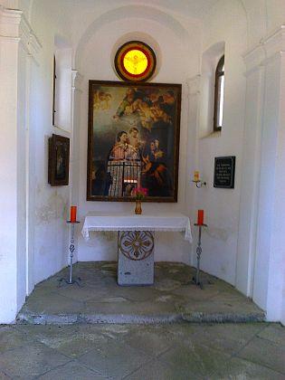 Interiér kaple v Mokré