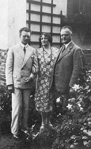 Rodinný snímek Liny a Hanse Watzlikových sjejich jediným synem Hansjörgem Watzlikem