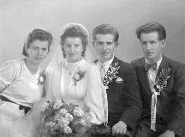 V lednu 1948 s prvou ženou Marií, roz. Prinzovou, svědky byli Emilova sestra Marie a bratr nevěsty