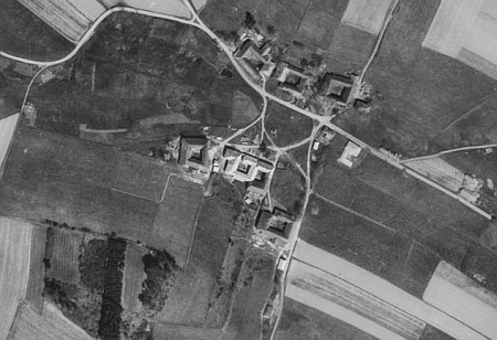 Dnešní jen zčásti zachovaná osada Hory na leteckých snímcích z let 1947 a 2008