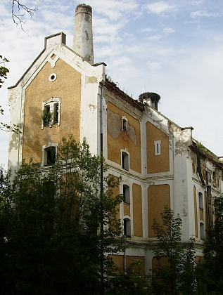 Areál někdejšího schwarzenberského pivovaru v Černé v Pošumaví, kde začínal jako účetní (stav z roku 2012)