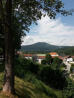 Nádraží v Železné Rudě a pohled z Bavorské Železné Rudy na Velký Javor