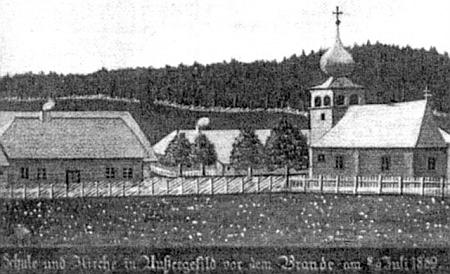 Stará škola, fara a kostel v Kvildě na modelu, zachycujícím stav obce před požárem v červenci 1889 (škola byla ovšem stržena už dva roky předtím)