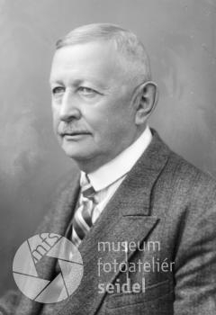 Podobenka Adolfa Strunze z Kvildy, datovaná v Seidelově fotoateliéru 5.března 1933